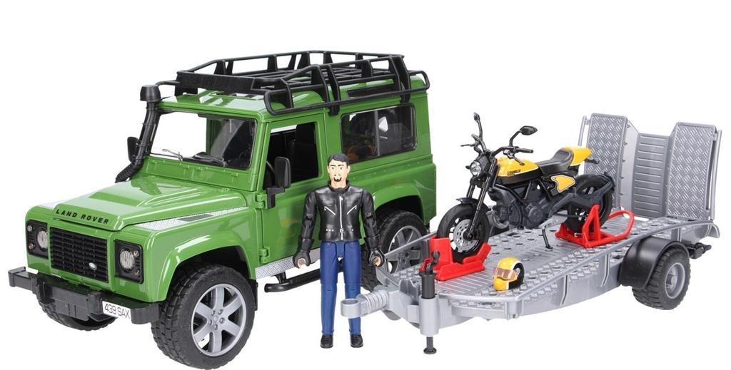Land Rover Defender z przyczepą i motocyklem